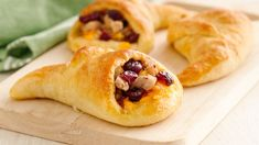 Using Pillsbury™ crescent rolls, you can make these awesome tasty cornucopias to serve as an appetizer or a side to your dinner.