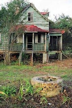 Well out front. Abandoned home.