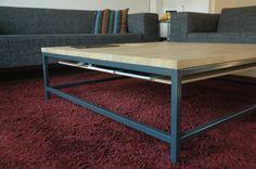 Een tafel staat centraal in de ruimte waar deze zich bevindt. Studio TOIMII maakte Koffietafel 1121 (de afmeting in mm) specifiek voor de uiteindelijk gesitueerde woonkamer, waar de tafel perfect aansluit in vormgeving en materiaal gebruik.