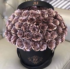 Would you like to get this bouquet? Flower Boxes, My Flower, Flower Truck, Beautiful Roses, Beautiful Flowers, Jeff Leatham, Luxury Flowers, No Rain, Flowers Nature
