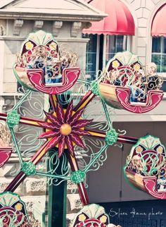Phantasialand~Phantasialand is an amusement park in Br眉hl, North Rhine-Westphalia, Germany