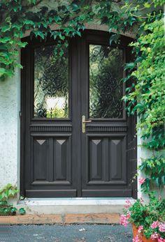 Porte deux vantaux  Modèle Laurie  #porte #bois #portedentree #atulam House Entrance, Gate, Art Deco, Doors, Furniture, Home Decor, Houses, Firewood Holder, Carpentry