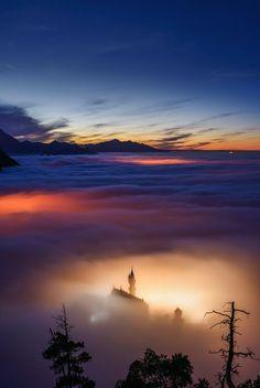 Schloss Neuschwanstein   |   雲の中のノイシュヴァンシュタイン城(ドイツ)