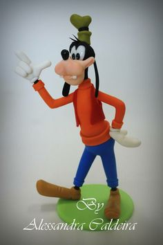 *SORRY, no information as to product used ~ Goofy cake topper Alessandra Caldeira Goofy Cake, Mickey Mouse Cake, Mickey Mouse Clubhouse, Polymer Clay Figures, Fimo Clay, Disney Mickey, Disney Art, Reno Animal, Cartoon Movie Characters