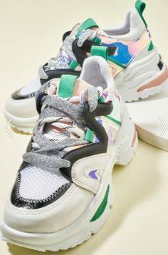Bambi simli ipli gümüş detaylı yeşil, siyah ve pembe topuklu sneakers modeli | Kadınca Fikir - Kadınca Fikir Huaraches, Nike Huarache, Balenciaga, Sneakers Nike, Fashion, Nike Tennis, Moda, La Mode, Fasion