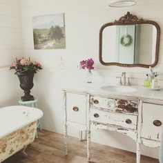 Vintage Inspiration Party 196 - French Country Decor - Knick of Time 87327680251475734 Shabby Chic Zimmer, Shabby Chic Stil, Shabby Chic Decor, French Country Bedrooms, French Country Style, French Country Decorating, Bad Inspiration, Bathroom Inspiration, Cottage Bathroom Design Ideas