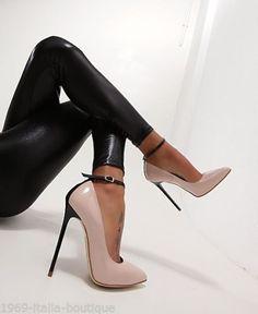 Sexy High Heels, Frauen In High Heels, Hot Heels, Platform High Heels, High Heels Stilettos, High Heel Boots, Womens High Heels, Stiletto Heels, Black Heels