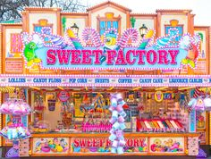 Aesthetic Backgrounds, Aesthetic Wallpapers, Tourism London, Candy Room, Sweet Factory, Fair Rides, Scenery Background, Header Twitter, Cafe Interior Design