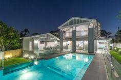 Pool and Queenslander in Bardon