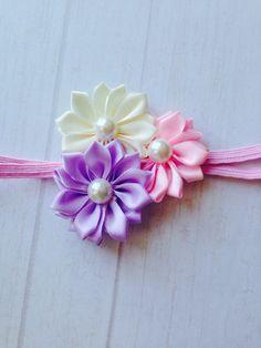 banda de flores Fabric Flower Headbands, Shabby Chic Headbands, Newborn Headbands, Baby Girl Headbands, Fabric Flowers, Crochet Headbands, Diy Bow, Diy Ribbon, Ribbon Crafts
