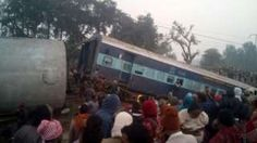 'Two dead' after train derails near Kanpur India