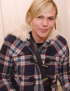 Clea DuVall has a great smirk. Androgynous Fashion, Androgyny, Clea Duvall, How To Get Warm, Butches, Short Hair Styles, Hair Cuts, Men Casual, Actresses