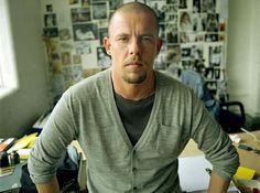 Ζει ο βασιλιάς Alexander McQueen; Ζει και βασιλεύει και τον κόσμο κυριεύει