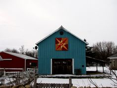 my new favorite barn. turquoise. crossed canoes quilt block. mm...