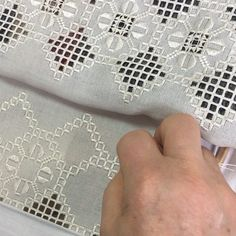 Hardanger Embroidery, Napkin Folding, Painting On Fabric, Dots, Bead Embroidery Patterns, Breien