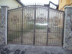 Poarta batanta cu poarta pietonala incastrata   Model PB19 Iron Gates, Home Decor, Iron Doors, Decoration Home, Room Decor, Steel Gate, Home Interior Design, Iron Fences, Home Decoration