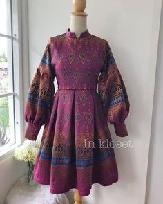 Image may contain: people standing Dress Paterns, Frock Patterns, Choli Blouse Design, Blouse Designs, African Fashion Dresses, African Dress, Batik Dress, Silk Dress, Gala Dresses