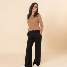 Casual and comfortable pants that are so soft you'll want to wear them out of office, too. Minimalist Wardrobe, Minimalist Fashion, Minimalist Outfits, Friend Outfits, House Dress, Perfect Wardrobe, Wide Leg Pants, Capsule Wardrobe, Fashion Brand