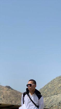 Wallpaper Aesthetic, Bald Men, Future Husband, Panama Hat, I Am Awesome, Korea, Idol, Mens Sunglasses, Guys