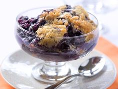 Bisquick Blueberry Cobbler - - - Sandra Lee shares a recipe! Three easy steps and just five ingredients - you can have dessert in the oven and ready to eat when dinner's over. Köstliche Desserts, Dessert Recipes, Cake Recipes, Top Recipes, Sweet Desserts, Fruit Recipes, Family Recipes, Dessert Bars, Drink Recipes