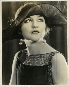 Miss Agnes Ayres hat.