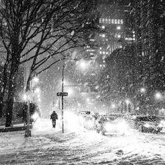 NY Through the Lens - New York City Photography - nythroughthelens: New York City Snow in NYC . Snow Photography, Travel Photography, Urban Photography, Winter Szenen, Winter Storm, Winter Night, Winter Holidays, Snow Night, Snow Images