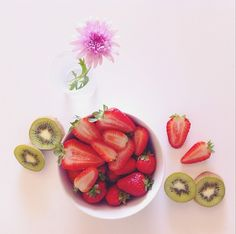 Healthy Breakfast! // @ alexandrabacci // #healthy #breakfast #strawberry