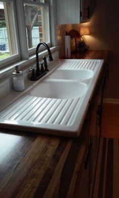 Vintage Kitchen Sink, Farmhouse Sink Kitchen, Farmhouse Kitchen Decor, Diy Kitchen, Kitchen Ideas, Farmhouse Style, Vintage Sink, Vintage Farmhouse, Kitchen Sinks