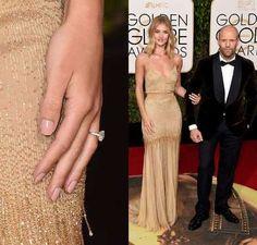 A modelo apareceu no tapete vermelho do Globo de Ouro exibindo a joia ao lado de Jason Statham - Montagem-Getty Images