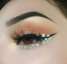 Foto - Daisy Chain Eye Make-up. - Foto – Daisy Chain Eye Make-up. Cute Makeup Looks, Makeup Eye Looks, Eye Makeup Art, Skin Makeup, Eyeshadow Makeup, Pink Eyeshadow, Eyeshadow Palette, Crazy Makeup, Mac Makeup