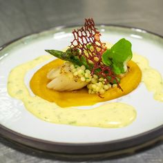 Coquille, zoete aardappel, sinaasbearnaise Coquille St Jacques, Luxury Food, Tasty, Yummy Food, Appetisers, Food Presentation, I Foods, Low Carb Recipes, Seafood