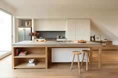 New kitchen interior island benches ideas New Kitchen, Kitchen Dining, Kitchen Decor, Kitchen Cabinets, Kitchen Ideas, Rustic Kitchen, Kitchen Island Bench, Kitchen Layout, Kitchen Islands