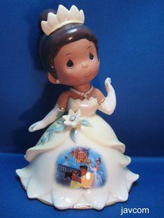 Taken from javcom auction photo for reference. Disney Precious Moments, Precious Moments Figurines, Disney Frog Princess, Bradford Exchange Disney, Disney Desserts, Disney Figurines, Disney Home, Disney Christmas, Beautiful Family