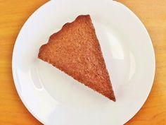 A primeira vez em que experimentei alfarroba coincidiu com uma das minhas primeiras tentativas de fazer muffins. Fiz uns muffins de alfarr...