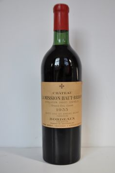 Currently at the Catawiki auctions: Chateau La Mission Haut Brion 1961, Grand Cru Classe, 1 bottle, Red wine, Pessac Leognan, cellarwine and ready to drink.