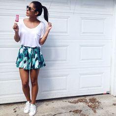Aujourd'hui notre coup de coeur #lookdujour vient de @miss_dianaflowers avec ses jolis shorts à imprimé tropical!  Tu veux toi aussi te retrouver en vedette sur l'accueil du site? Utilise le tag @lookdujour_ca avec le #lookdujour  #lookdujour #ldj #ootd #summer #tropical #prints #streetstyle #modemtl #style #pretty #outfitideas #cestbeau #inspiration #onaime #regram  @miss_dianaflowers