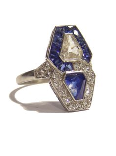 An Art Deco Ring sapphire and diamond trapezoids, French, circa 1920