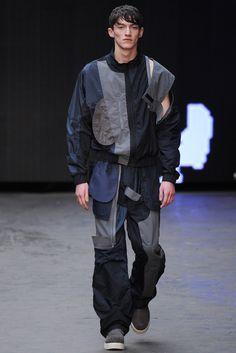 Christopher Shannon Fall 2015 Menswear Fashion Show Urban Fashion, High Fashion, Fashion Show, Mens Fashion, Fashion Design, Fashion Menswear, Runway Fashion, Christopher Shannon, Fall Winter 2015