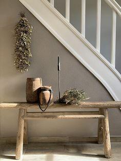 Binnenkijken bij Esther - De Wemelaer - Health and wellness: What comes naturally Style At Home, Home Design, Wall Design, Farmhouse Mantel, Creative Party Ideas, Large Lanterns, Sober Living, Hallway Decorating, Fireplace Design