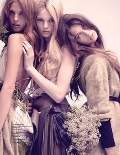 3 muses with crazy eyes :) i simply love this mix of wavy hair big lips and 'it' eyes :)