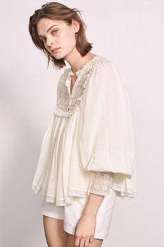 Blouse Agata Crème - La blouse Agata Antik Batik est en voile de coton crêpe au toucher doux.On retrouve l'esprit
