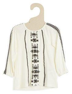 Blusa vaporosa Infantil niña 8,00€ Camisas, blusas Une blusa decorada con motivos geométricos étnicos. - Blusa vaporosa - Estampado en relieve - Manga larga - Cuello