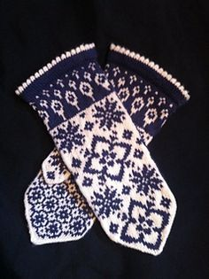 Ravelry: Maud pattern by JennyPenny Knitted Mittens Pattern, Fair Isle Knitting Patterns, Knitted Gloves, Knitting Socks, Knitting Stitches, Hand Knitting, Wrist Warmers, Hand Warmers, Socks