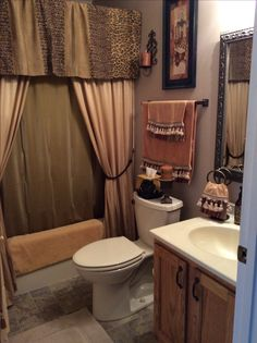 Tuscan style – Mediterranean Home Decor Bathroom Decor Apartment, Small Bathroom, Bathrooms Remodel, Bathroom Decor, Home, Restroom Decor, Mold In Bathroom, Home Decor, Tuscan Bathroom