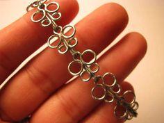 DIY Bijoux – DIY Recycled project : DIY Butterfly bracelet out of paper clips… Wire Jewelry, Jewelry Crafts, Beaded Jewelry, Jewelry Bracelets, Jewelery, Handmade Jewelry, Jewelry Ideas, Diy Butterfly, Butterfly Bracelet
