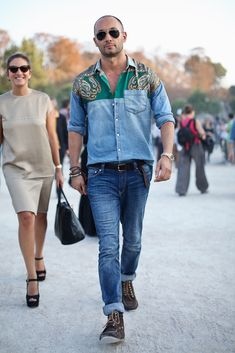 Milan Vukmirovic wearing D&G Milan Vukmirovic, Men's Street Style Photography, Best Dressed Man, Gq Style, Men Street, Summer Fashion Outfits, Denim Shirt, Jeans, Man Shirt