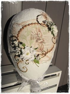 Decorated Easter Egg by LLC DT Member Elin Torbergsen. The Easter Bunny is from Pion Design (Fairytale of Spring collection).