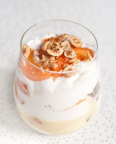 Trifle noisettes-abricots-vanille Panna Cotta, Trifles, Creme Brulee, C'est Bon, Tiramisu, Pots, Wonderland, Ethnic Recipes, Table
