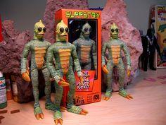 Amazing Sleestak customs by Sandy Collora Retro Toys, Vintage Toys, Creepy Toys, Monster Toys, Vintage Horror, Custom Action Figures, Vinyl Toys, Childhood Toys, Designer Toys