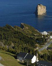 Du Pic de l'Aurore, regard sur le Rocher Perce Gaspésie Qué Canada, Perce Quebec Gaspe Peninsula